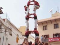 Les castellers rejoignent la terre ferme - Tour humaine - Xiquets - les Castellers