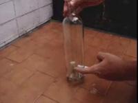 Sortir un bouchon d'une bouteille