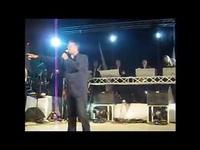 Phil Barney et son hit Il est parti à Montfrin le 9 août 2011. - YouTube
